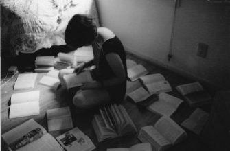 Анализ стихотворения «Она сидела на полу» (Ф.И. Тютчев)