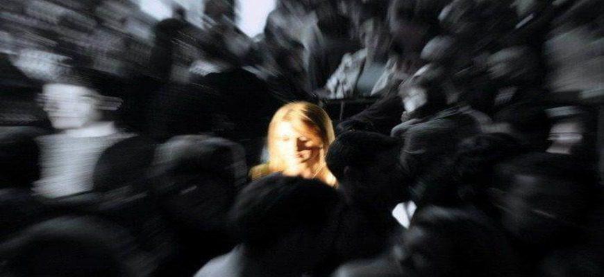 Сочинение: Каковы причины конфликта человека с обществом?