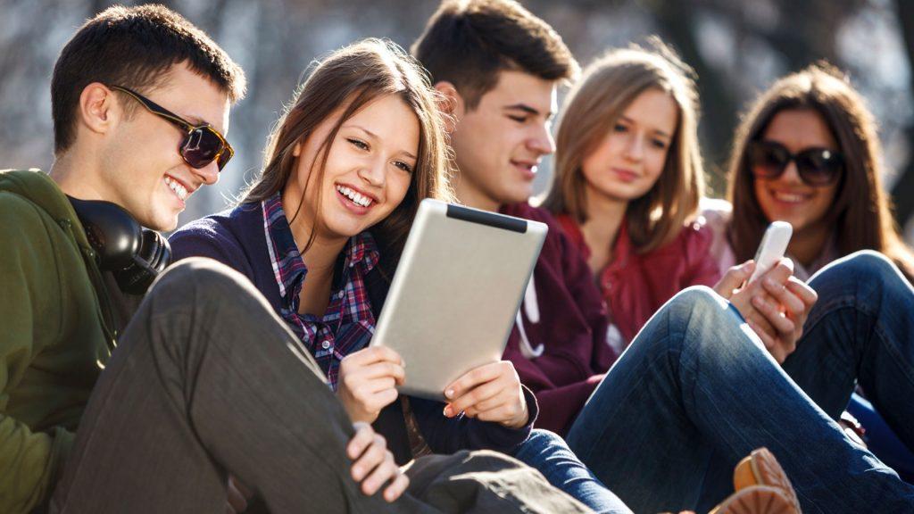 Итоговое сочинение: Согласны ли вы с французским писателем Альбером Камю, утверждавшим, что «каждому поколению свойственно считать себя призванным переделать мир»?