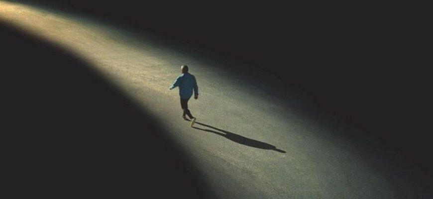 Сочинение: Почему человек не понимает других людей?