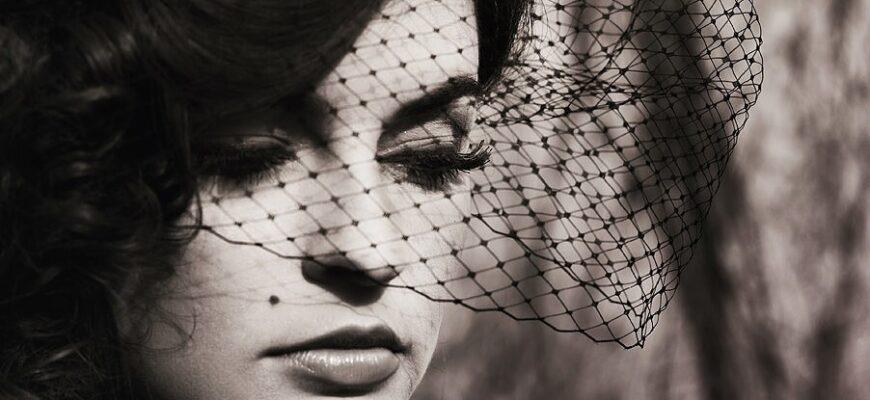 Анализ стихотворения «Сжала руки под темной вуалью…» (А.А. Ахматова)
